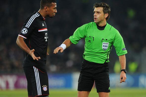El bayern tampoco la pasaba bien y no faltaron los reclamos al árbitro.