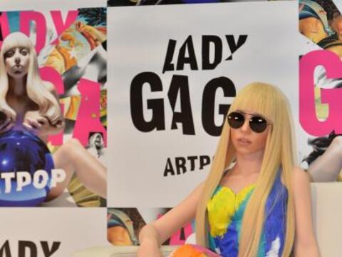 La cantante Lady Gaga no deja de impresionarnos, no sólo se ha co...