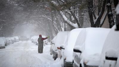 Chicago está bajo la nieve y espera más precipitaciones durante el fin de semana