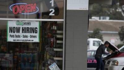 Las inscripciones semanales al subsidio de desempleo en EEUU subieron so...