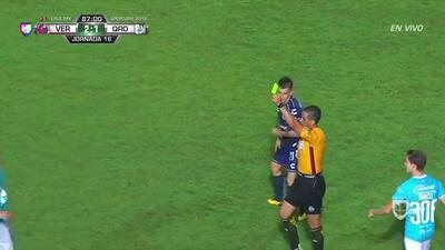 Tarjeta amarilla. El árbitro amonesta a Javier Güémez de Querétaro