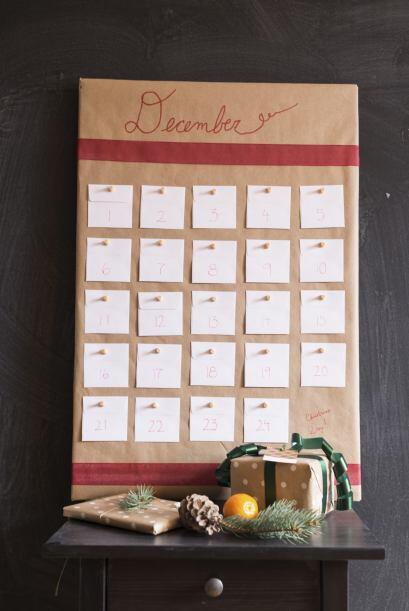 Calendario de adviento. Armen un calendario con un marco antiguo que le...