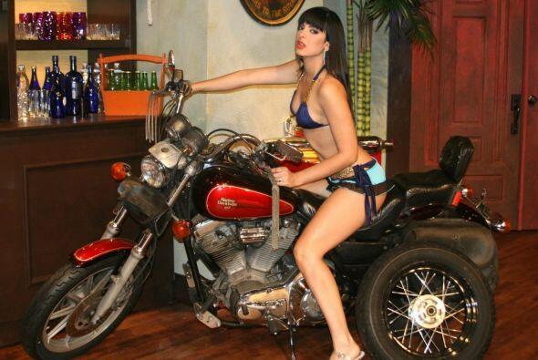 Por la moto de Noche de Perros han pasado todo tipo de bellezas