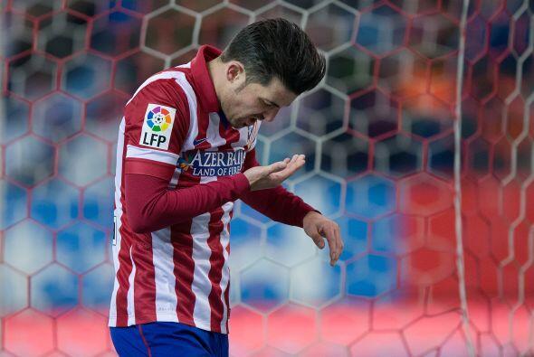 David Villa no tuvo la mejor de las tardes y salió del partido entre abu...