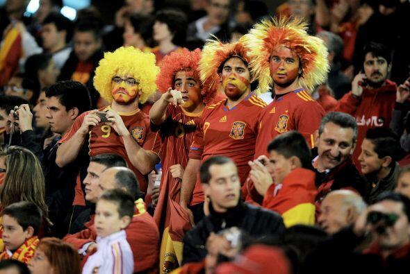 Los hinchas españoles dsifrutaron del triunfo de su selección. La pregun...