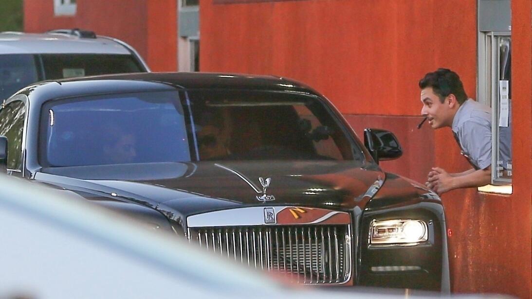Los formidables carros del clan Kardashian-Jenner bkg-kkdm180208-001.jpg