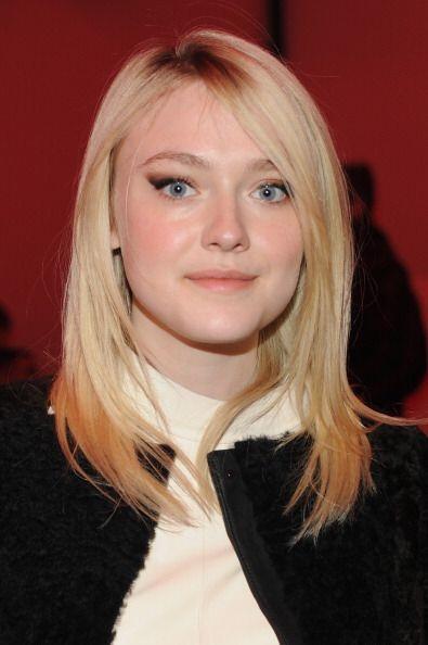 Las menos atrevidas como Dakota Fanning solo tiñen las puntas de su cabe...