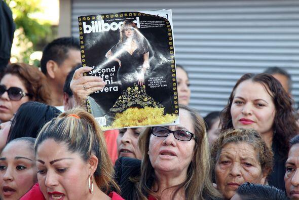 Miembros de la familia Rivera y decenas de fans presenciaron la inaugura...