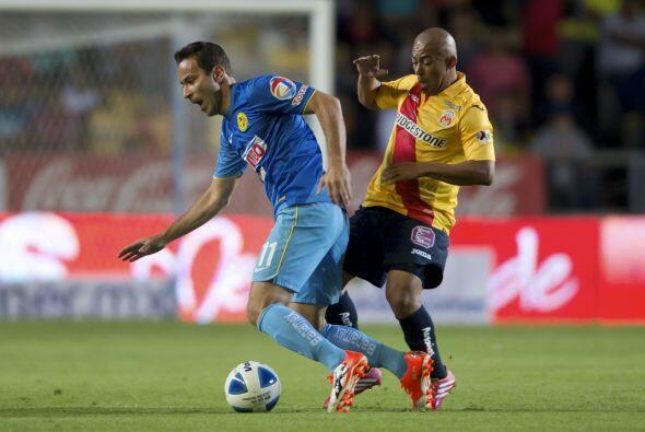 El que sí fue factor en el medio campo fue Egidio Arévalo quien dominó p...
