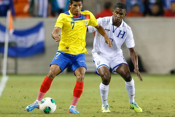 Además presenta a tres jugadores que militan en la Liga MX.  Walter Ayov...