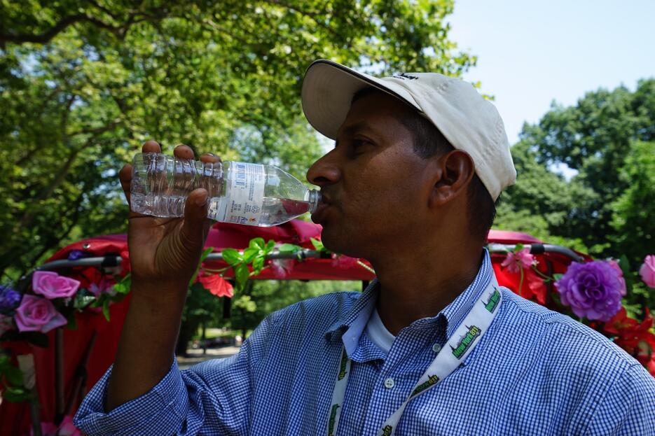Muy importante, tomar mucha agua para enfrentar el calor.