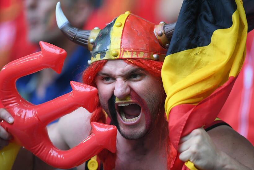 Los fans de Bélgica y Gales desbordaron la pasión en el Es...