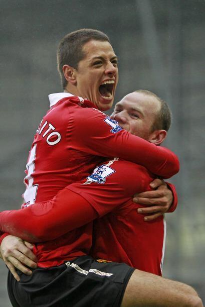 Manchester United sigue como líder de la Liga Premier y también se manti...
