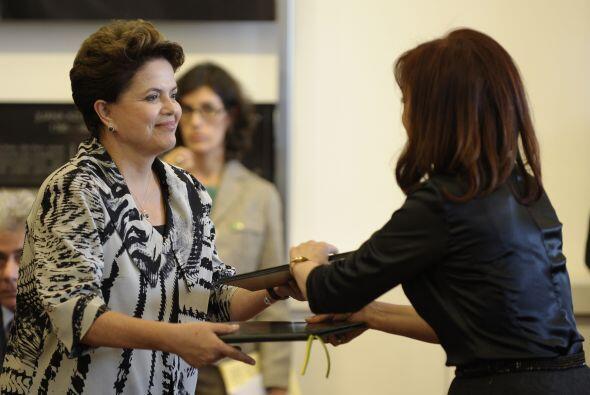 En materia del comercio, Rousseff  dijo 'También seguiremos combatiendo...