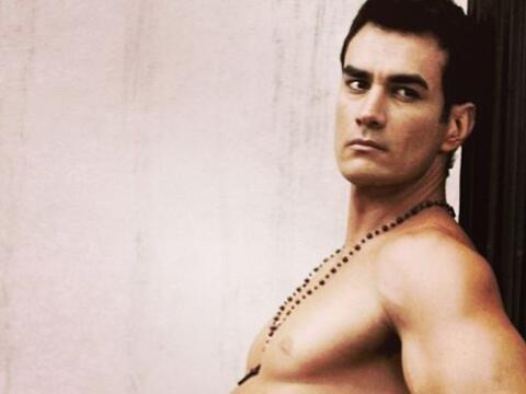 No sólo es un gran actor, sino un excelente modelo, ¡y abog...