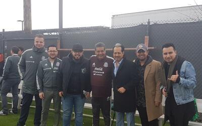 La agrupación mexicana estuvo presente en el entrenamiento del Tri.