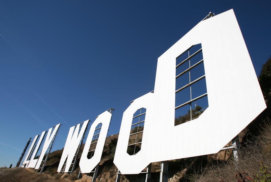 El 5 de diciembre de 2005 el letrero de Hollywood lucía resplandeciente...