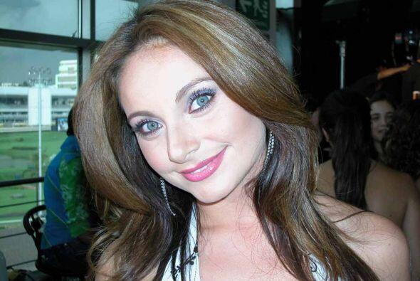 Elizabeth Álvarez es hermosa de cualquier lado que la veamos.