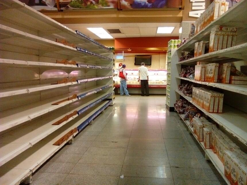 Estantes vacíos. Esto es lo que encuentran miles de venezolanos en la ma...