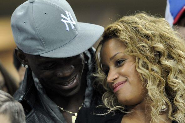Mario Balotelli se quedó en las tribunas porque no puede jugar Liga de C...