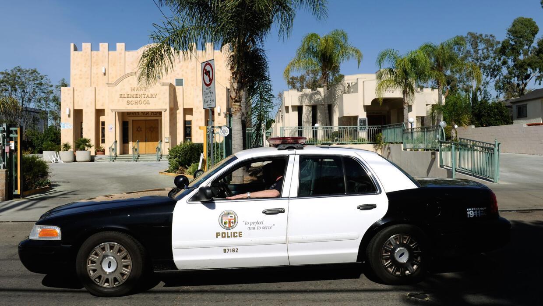 Policías habrían violado en su patrulla a mujeres que arrestaban
