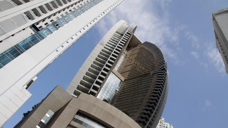 El propietario del hotel trump de panam quiere eliminar for Pisos 7 palmas edificio president