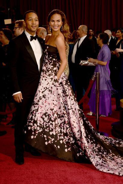 El cantante y autor John Legend con la modelo Christine Teigen en la cel...