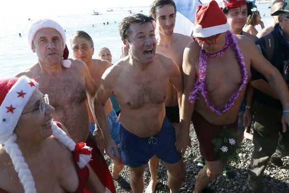 Muchos de los que acudieron iban con el vestuario de Santa, al menos con...