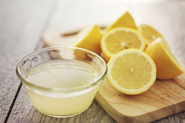 Agrega una pizca de sal, 3 cucharadas de zumo de limón y 5 cucharadas de...