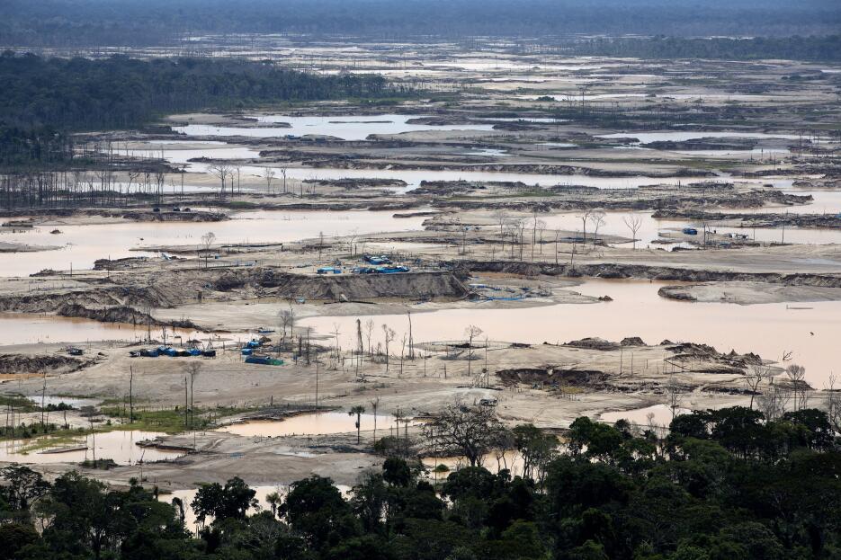 Así se vive la minería ilegal en Perú