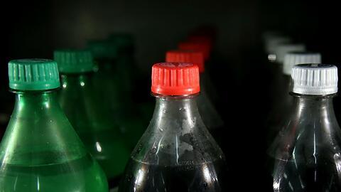 Un centavo adicional por onza será el impuesto para las bebidas azucarad...