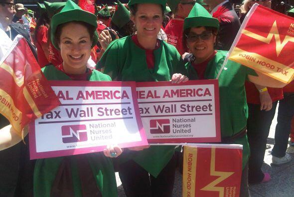 Enfermeras vestidas de Robin Hood pidieron a los líderes mundiale...