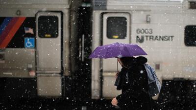 Se mantienen algunas demoras en el transporte terrestre y aéreo por la tormenta invernal