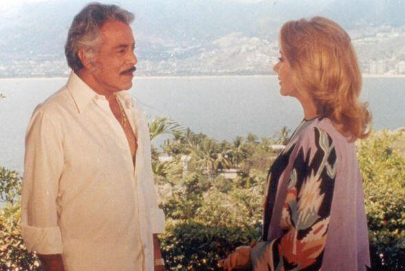 Esta telenovela estaba llena de secretos pues la familia de este adinera...