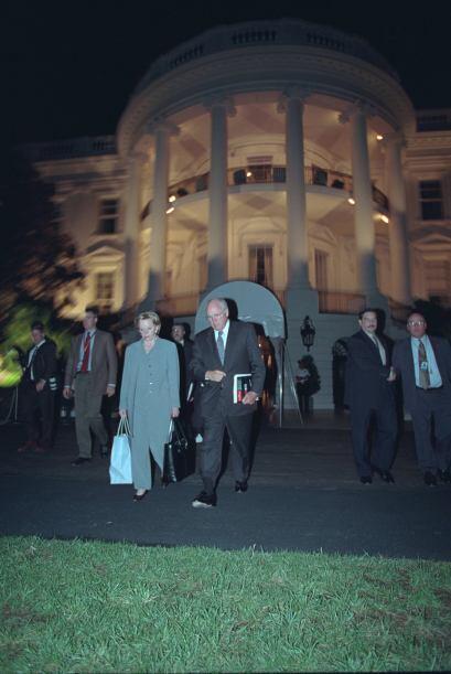 Dick y Lynne Cheney dejan la Casa Blanca. (Imagen del Archivo Nacional d...