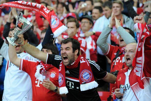La emoción que se respiraba fuera del estadio se transformó en euforia y...