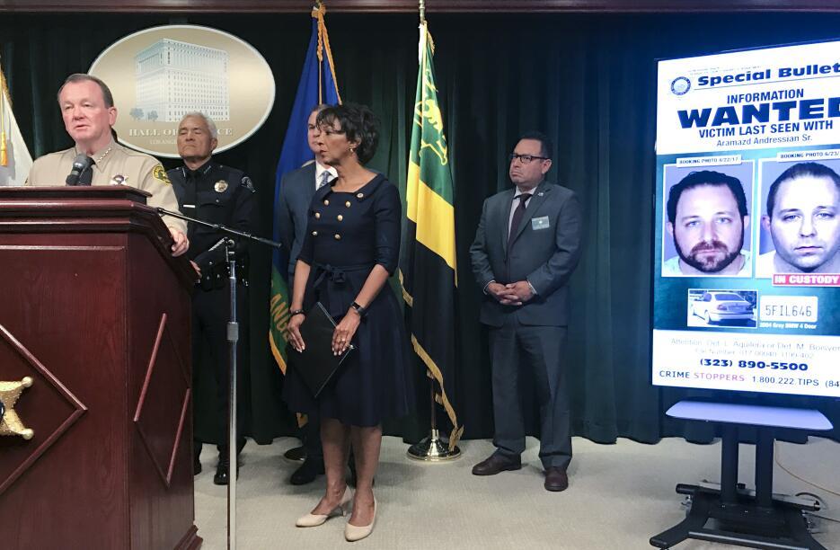 El sheriff Jim McDonnell presentó nuevas declaraciones sobre el arresto...