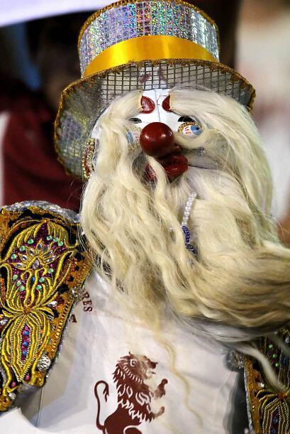 No es un muñeco sino un aficionado del León de Huánuco del Perú con la i...