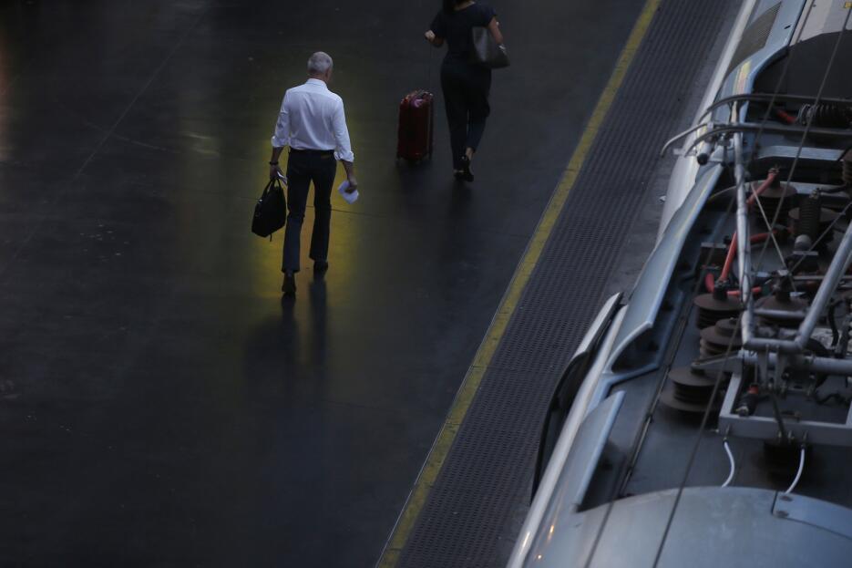 En fotos: El choque de un tren dentro de una estación en Barcelona, Espa...