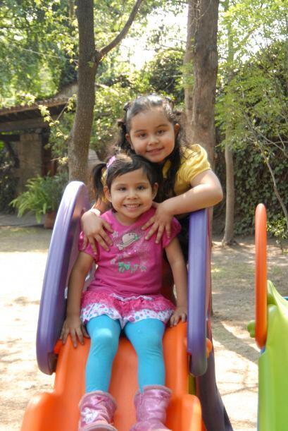 Las pequeñas se han hecho grandes amigas, disfrutan mucho jugar juntas.