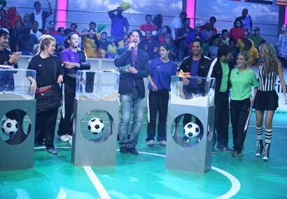 Jorge Aravena presentó la dinámica ante los aficionados y la gente en su...