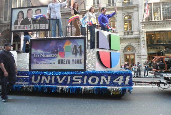 Univision 41 en el desfile de la Hispanidad b0465a4b61ec4af69d3b1e20135d...