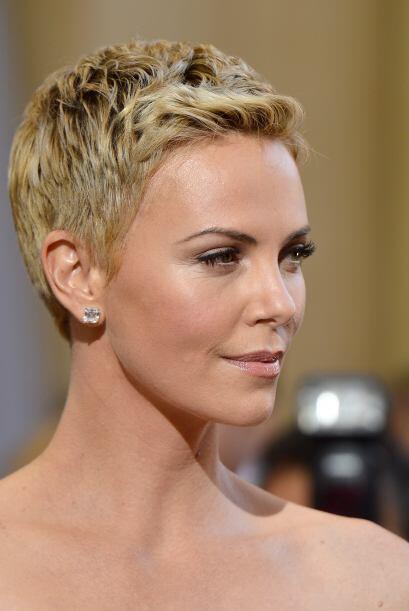 Si tienes el tipo de rostro oval como Charlize Theron considérate una ch...