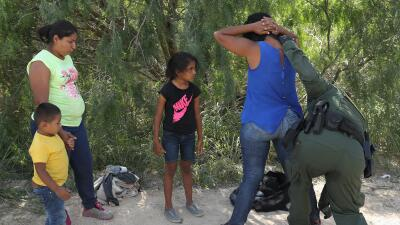 Niña de 7 años muere por deshidratación bajo custodia de la Patrulla Fronteriza tras cruzar el desierto