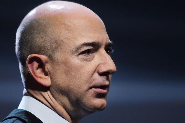 7. Jeff Bezos, director ejecutivo y fundador de Amazon.com, en la posici...