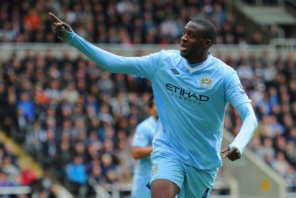 Touré marcó los dos tantos con los que el City venció al Newcastle y en...