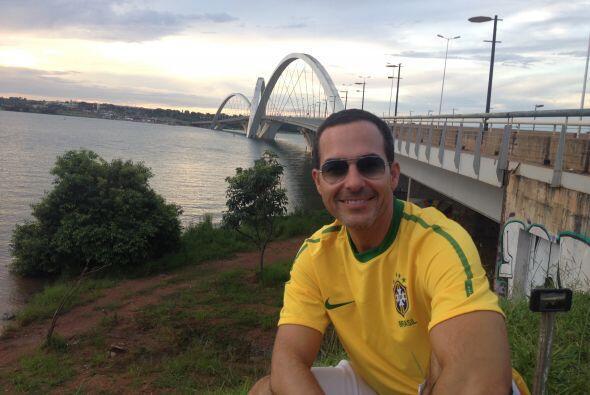 Carlos Calderón visitó la ciudad de Brasilia y presumió de la maravillos...