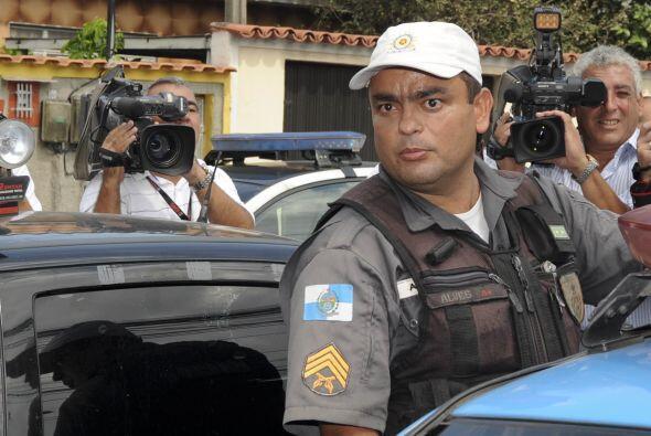 Las autoridades detallaron que Menezes contaba con dos pistolas y que di...
