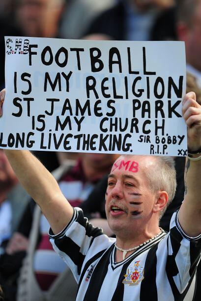 Eso sí, no faltó el fanático religioso que se dio cita en los estadios,...