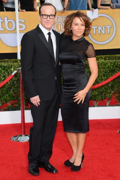 Clark Gregg y Jennifer Grey acordaron que el negro sería su mejor carta...